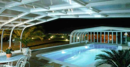 Große Poolüberdachung Atlantis